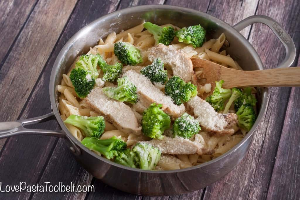AD: Make dinner easy with this One Pot 10 Minute Chicken & Broccoli Pasta- Love, Pasta and a Tool Belt | one pot | pasta | pasta recipes | recipe ideas | easy dinner idea | food |