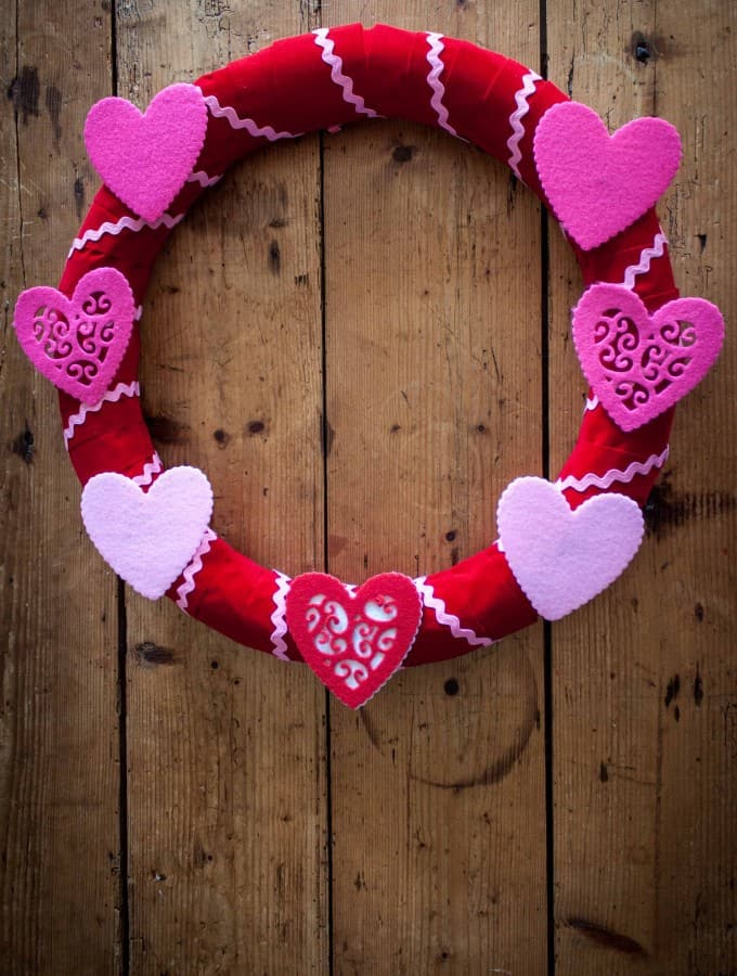 Easy Valentine's Wreath- Love, Pasta and a Tool Belt | Wreath | Valentine's Day | Valentine's Decor | Decoration |