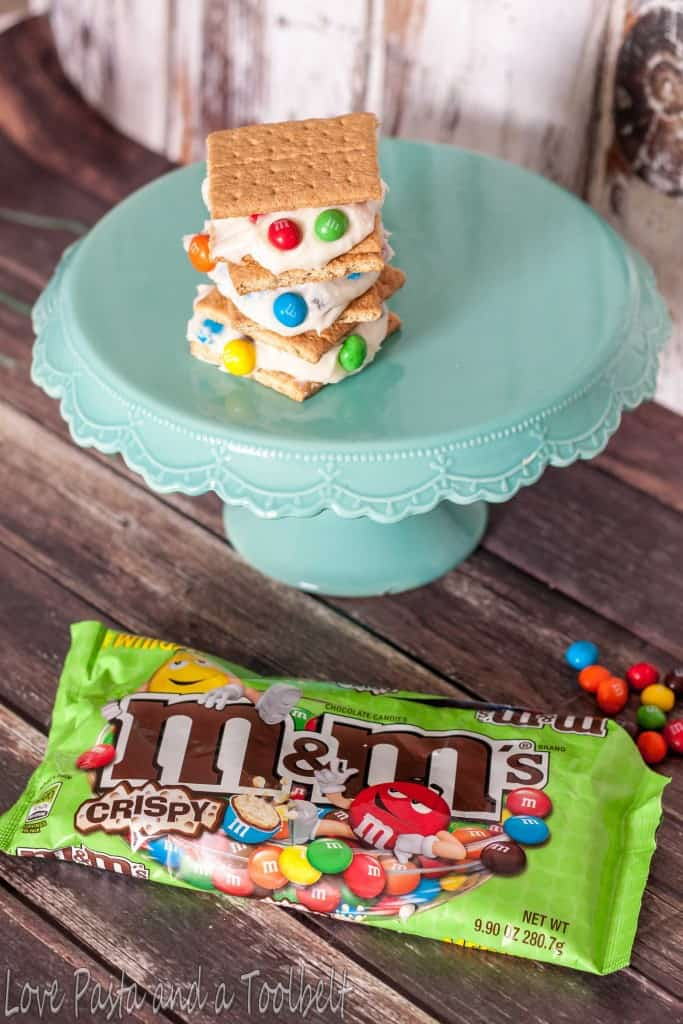 M&M's® Crispy Graham Cracker Sandwiches- Love, Pasta and a Tool Belt #ad #CrispyComeback | desserts | recipe | snacks | M&M's |