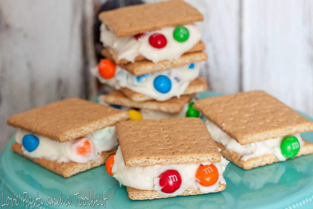 M&M's® Crispy Graham Cracker Sandwiches- Love, Pasta and a Tool Belt #ad #CrispyComeback   desserts   recipe   snacks   M&M's  