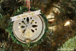 mason-jar-lid-christmas-ornaments