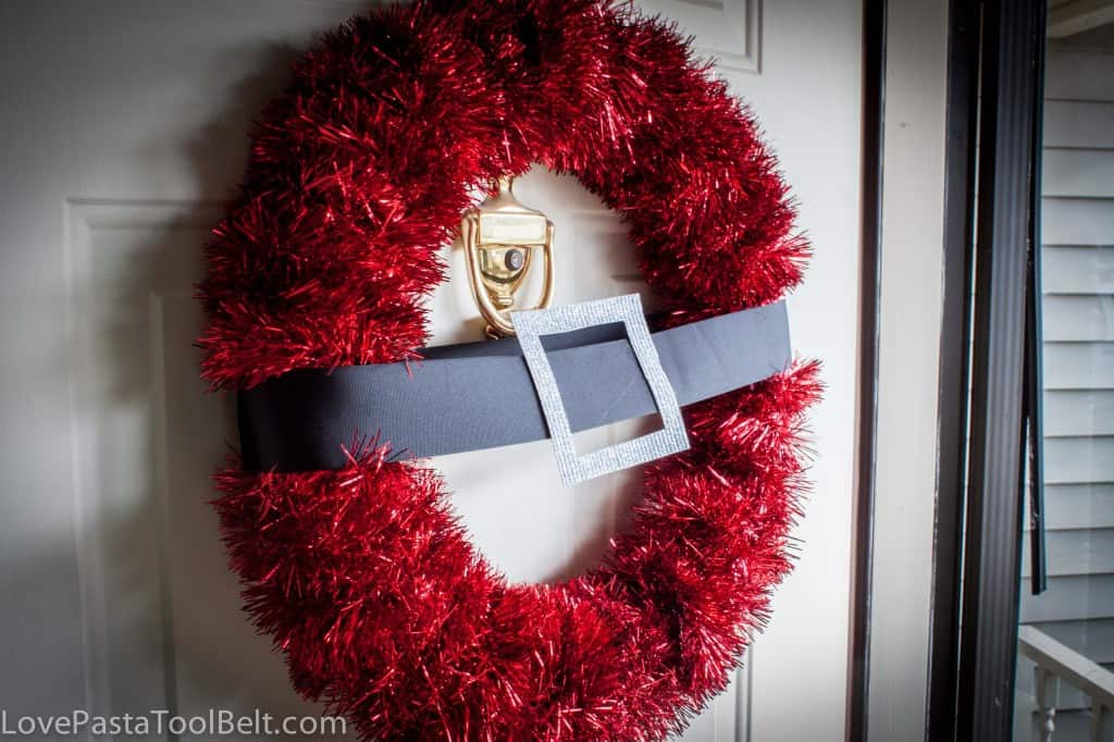 DIY Santa Wreath is a cute decoration for your front door- Love, Pasta and a Tool Belt | Christmas | Decor | Wreaths | DIY | Crafts |