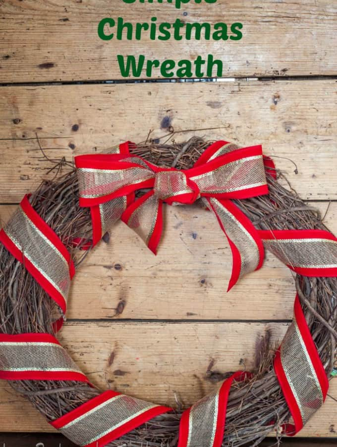 Simple Christmas Wreath is an easy DIY project for your Christmas decor- Love, Pasta and a Tool Belt | DIY | Wreaths | Christmas | Crafts | Decorations | Decor |