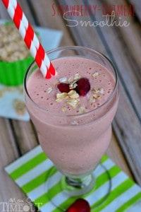 strawberry-oatmeal-smoothie-with-greek-yogurt-easy